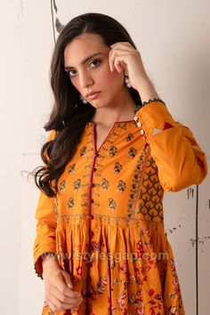 Indian Paksitani Stylish & Best Neckline Gala Designs for Asian Girls 2020 Collection for Asian Women consists of simple casual, heavy formal neck styles Neckline Designs, Kurti Neck Designs, Pakistani Dresses Casual, Pakistani Dress Design, Gala Design, Short Frocks, Sleeves Designs For Dresses, Desi Wear, Frock Design