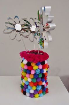 DIY feestelijk vaasje met gekleurde bolletjes