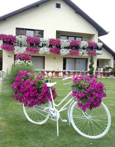 Cool 35 Relaxing Diy Bicycle Planters Design Ideas With Vintage Vibe To Try Asap Beautiful Gardens, Diy Garden Decor, Garden Yard Ideas, Planter Design, Diy Garden, Plant Decor, Garden Design, Garden Art, Garden Projects