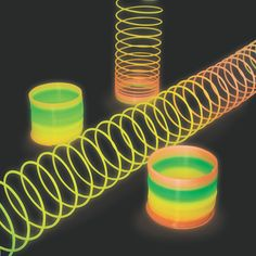 Rainbow Glow-In-The-Dark Magic Springs. Magic springs are even more fabulous when they come in rainbow colors and glow in the dark like these plastic springs . Skate Party, Neon Party, Colorful Party, 80s Party, Disco Party, Party Party, Party Games, Halloween Party, Glow Stick Party