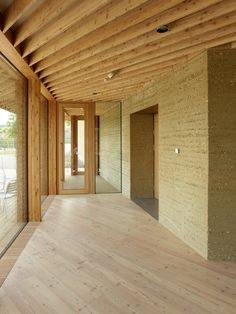 Interior work with wood and clay, Photograph: Alexander Jaquemet