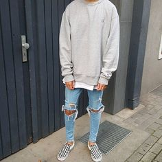 Streetwear is very good for fall because most of it involves jackets, oversized clothing, higher excellent material, and on top of that, a distinctive. Fashion Mode, Mens Fashion, Fashion Outfits, Fashion Styles, Style Fashion, Urban Fashion Girls, Fashion Shirts, Urban Outfits, Cheap Fashion