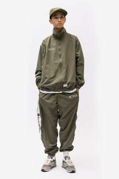 WTAPS Collection Blends Military Garb With Streetwear Staples: Loose fitting military garb for today's style. Fashion News, Mens Fashion, Sport Wear, Military Fashion, Look Cool, Streetwear Fashion, Street Wear, Windbreaker, Poses