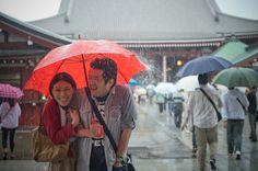 雨の日のエンゲージメントフォト 浅草寺