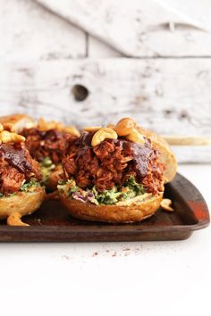Pulled Pork Style BBQ Jackfruit Sandwiches with Avocado Slaw 24 Comfort Food Recipes That Are Secretly Vegetarian Baker Recipes, Cooking Recipes, Ella Vegan, Flammkuchen Vegan, Jackfruit Sandwich, Jackfruit Pulled Pork, Bbq Sandwich, Sandwich Recipes, Vegan Substitutes