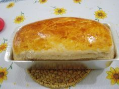 Pão de Mandioca - Receitinha da minha vó, fica maravilhoso !!!!!!!!!! Ingredientes: 1 k de farinha de trigo 1 pacotinho de fermento 1 copo (requeijão) de leite 3 ovos 8 colheres (sopa) de açúcar 1 colher (chá) de sal 1 colher (sopa) de margarina 1 colher (sopa) de óleo 1 gema batida Rende 3 pães grandes.