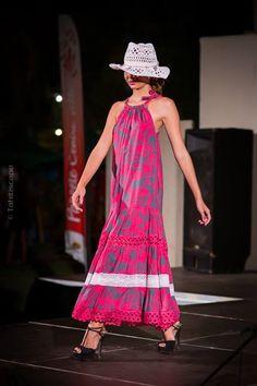 Polynesian dress Island Wear, Island Outfit, Samoan Dress, Island Style Clothing, Tie Dye Fashion, Special Dresses, African Fashion Dresses, Dress Patterns, Clothes For Women