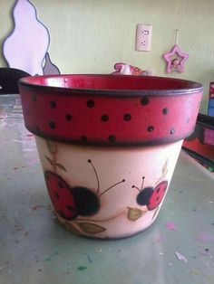 How to Plant Potted Flowers Outdoors in the Soil : Garden Space – Top Soop Flower Pot Art, Flower Pot Design, Clay Flower Pots, Flower Pot Crafts, Clay Pots, Clay Pot Projects, Clay Pot Crafts, Painted Plant Pots, Painted Flower Pots