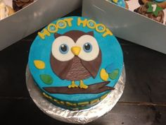 Owl Cake & Cupcakes recipe for fondant here Cupcake Crafts, Cupcake Recipes, Easy Fondant Decorations, Cake Pops, Owl Cakes, Cupcakes, Cake Baking, Baby Crafts, Cake Creations