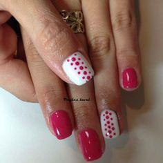 http://www.facebook.com/onglelaval Pink nails , dot design, white nails , Ongles laval , laval nails , résine et poudre , nail art , nail design , natural nails