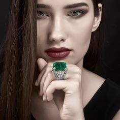 Enchanting emerald and diamond ring by David Webb, now available in our collection of modern and vintage pieces from such an iconic American designer, collected through important auctions! Visit our boutique in Forte dei Marmi or our website, link in bio to view our exclusive selection #HighJewellery #Diamonds #Diamond #Ring #DavidWebb #Emerald #Design #JewelsOfInstagram #DiamondRing #DiamondJewelry #RingsOfInstagram #Jewelry #HighJewelry #HauteJoaillerie #Gioielli #FortedeiMarmi #Bres...