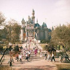 What Disneyland looked like when it first opened. Disneyland in Walt Disney in Anaheim. Early days of Disneyland. Disneyland Opening Day, Parc Disneyland, Disneyland Photos, Disneyland California, Disneyland Resort, Disneyland History, Disneyland Orlando, Disneyland Parks, Disneyland Castle