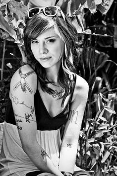 Christina Perri [Don't know who this chickie is but might as well do my hair like this. The white is similar :P] Christina Perri, Beautiful Christina, Julia Michaels, Music Hits, Pure Beauty, Inked Girls, Girl Crushes, Music Artists, My Hair