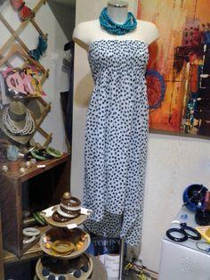 collana in legno abito lungo in cotone bijou in resina