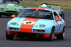 Porsche 928 in Gulf livery racing