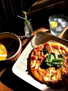 ピザ生地はパンの生地だからフカフカ。トニックウォーターでスッキリ。 - 42件のもぐもぐ - 自家製トマトソースでピザ。カボチャスープ。 by つるた