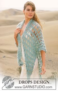 DROPS Crocheted shawl in Alpaca and Vivaldi with 2 crocheted flowers ~ DROPS Design