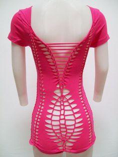 Diy Cut Shirts, Diy Shirt, Vetement Hip Hop, Cut Shirt Designs, Cut Up T Shirt, Crochet Lingerie, Cut Clothes, Hot Pink Tops, Diy Clothing
