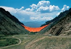 Valley Curtain, Rifle, Colorado (Christo and Jeanne-Claude, 1970-72) Photo: Wolfgang Volz