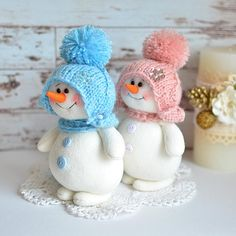 This Spare Sock Snowman is adorable. Where firewood. Snowman Christmas Decorations, Christmas Gnome, Snowman Crafts, Xmas Crafts, Christmas Art, Christmas Projects, Felt Crafts, Crafts For Kids, Christmas Gifts