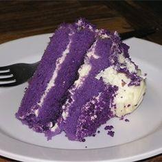 Ube-Macapuno Cake Recipe - Grace Burke - Ube-Macapuno Cake Recipe This is a great Filipino purple yam cake. Philipinische Desserts, Filipino Desserts, Filipino Recipes, Dessert Recipes, Filipino Food, Filipino Dishes, Pinoy Dessert, Asian Desserts, Cupcakes