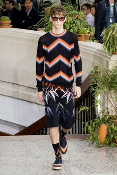 View all the catwalk photos of the Paul Smith men's spring / summer 2015 showing at Paris fashion week. Catwalk Collection, Men's Collection, Paul Smith, Fashion Show, Fashion Outfits, Men Design, Paris, Mens Clothing Styles, Ideias Fashion