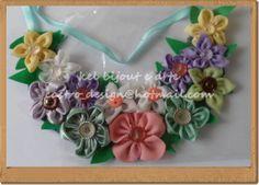 maxi colar com flores de fuxico