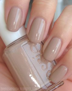 I think this is Sand Tropez, my favorite Essie color. :) Beautiful oval nails to. - I think this is Sand Tropez, my favorite Essie color. :] Beautiful oval nails too - Neutral Nails, Nude Nails, Coffin Nails, Essie Nail Polish, Nail Polish Colors, Essie Gel, Color Nails, Nail Polishes, Hair And Nails