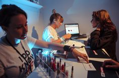 Offering lots of advice and #eliquid taste sampling at our e-liquid bar #jacvapour #ecigs