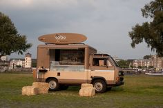 Le Cabu retro coffee truck thinks about the customers needs while staying on brand by providing hay bales as a seating option. #MobileRetail #Branding