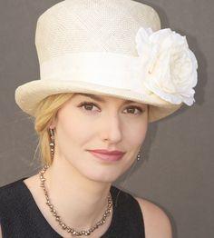 Chapeau en vente. Chapeau mariage, chapeau crème, dans le Kentucky Derby Hat, chapeau de l'église, Cloche, Tea Party Hat, jardin chapeau de fête officielle Hat, Ascot chapeau, chapeau Ivoire