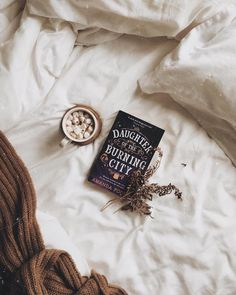 Book + blankets + drink = paradise during fall and winter //pin: @sleepysus