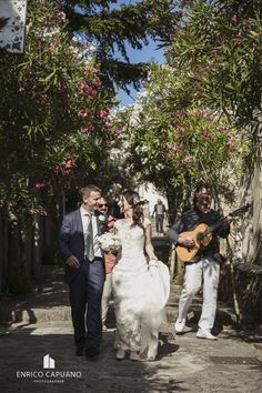 Ravello elopement wedding in the town hall garden principessa di piemonte local wedding planner Mario Capuano and professional wedding photographer Enrico Capuano. A Ravello dream www.wagnertours.it and http://www.amalficoastwedding.photos/