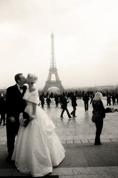 An Eiffel Tower kiss <3