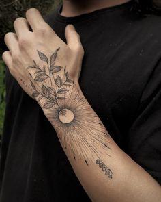 Tatuagem no estilo fineline: Acompanhe 33 tatuadores e 99 projetos - Blog Tattoo2me Tattoos, Blog, First Tattoo, Tattoo Small, Log Projects, Style, Tatuajes, Tattoo, Blogging