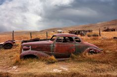 """Looks like the car in the backyard of my Aunt's ~~ """"rust never sleeps"""" Abandoned Cars, Abandoned Places, Abandoned Vehicles, Vintage Trucks, Old Trucks, Rust Never Sleeps, Rust In Peace, Rusty Cars, Barn Finds"""