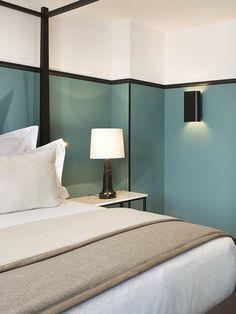 idee peinture glycéro bleu foncé et beige, couverture beige lit