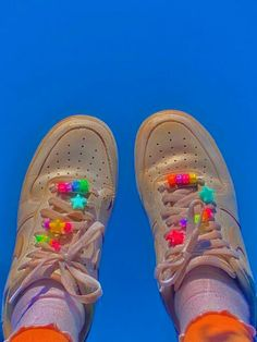 Aesthetic Shoes, Aesthetic Indie, Aesthetic Images, Aesthetic Food, Retro Wallpaper Iphone, Hippie Wallpaper, Nike Wallpaper, Estilo Indie, Image Swag