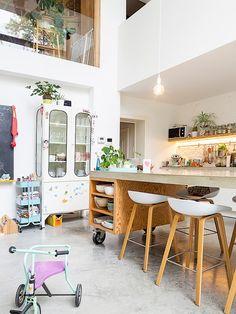 ZOË Kitchen Interior, New Kitchen, Kitchen Dining, Condo Design, Küchen Design, Diy Furniture Decor, Home Furniture, Mobile Kitchen Island, Rich Home