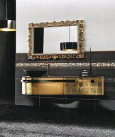 Gouden spiegel in badkamer met gouden badmeubel. http://www.barokspiegel.com/detail/4451531-7-1000-b-spiegel-lauretta