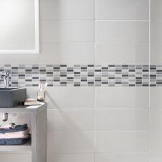 Une Douche Au Carrelage Gris Et Frise En Mosaïque Design - Carrelage blanc salle de bain
