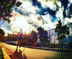 Tá estressado? Põe aquele tênis e pega a rua pra correr. Você vai se sentir tão bem que nem vai lembrar dos problemas!   Quem concorda??  #acordapracorrer