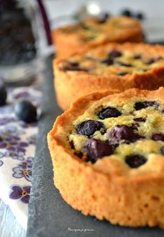 Blueberry meringue tarts on almond cream. Tart Recipes, Sweet Recipes, No Cook Desserts, Dessert Recipes, Graduation Desserts, Drink Recipe Book, Masterchef, Sweet Tarts, Bakery
