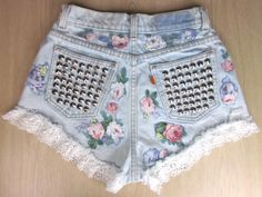 Shorts that can make you look chic especially in the summer! Cute Shorts, Denim Shorts, Short Jeans Feminina, Studded Shorts, Flower Shorts, Festival Shorts, Favim, Bustier, Look Chic