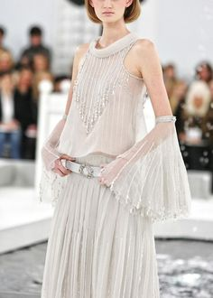 Chanel Spring/Summer 2005 Couture - Chanel Dresses - Trending Chanel Dress for sales - Chanel Couture S/S 2005 Dress Belt Fashion Details, Love Fashion, Fashion Show, Fashion Design, Chanel Couture, Chanel Fashion, Runway Fashion, London Fashion, Fashion Trends