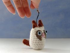 Grumpy Cat amigurumi crochet  pattern for keychain auf Etsy, 1,54 €