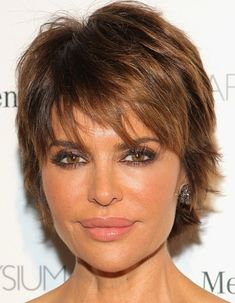 Lisa Rinna Layered Razor Cut - Lisa Rinna must really love her layered razor cut--she's had it for years! Short Hairstyles Over 50, 2015 Hairstyles, Short Haircuts, Layered Hairstyles, Hairstyle Short, Trendy Hairstyles, Short Hair With Layers, Short Hair Cuts For Women, Medium Hair Styles