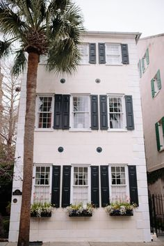 Fashion blogger Samantha Bigley of The Heart of the House travels to Charleston, South Carolina and shares a travel guide for quick weekend getaway.