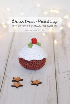 A Free crochet pattern for a festive Christmas pudding ornament. Photo tutorial and written crochet pattern. This is a quick and easy Christmas tree decoration pattern which is great for beginners! #freecrochetpattern #crochetchristmas Crochet Ornament Patterns, Christmas Crochet Patterns, Holiday Crochet, Crochet Gifts, Free Crochet, Crotchet Patterns, Crochet Food, Crochet Snowflakes, Amigurumi Patterns
