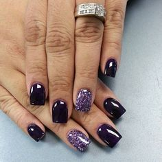 dark blue nails with accent nail